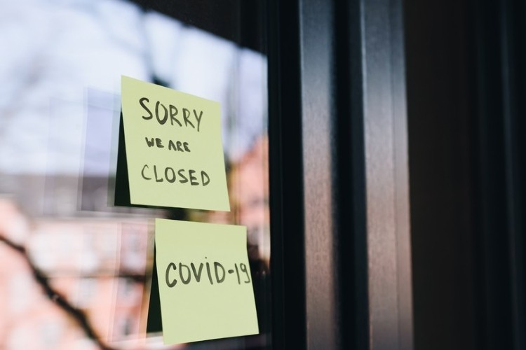 Glass door - we are closed - covid-19